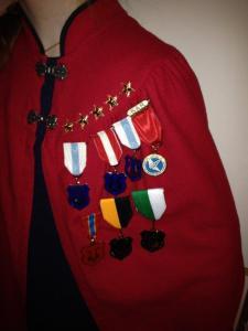 korkappe med stjerner og medaljer